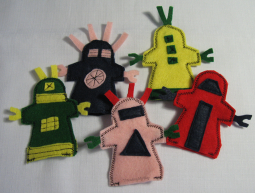 Free Finger Puppets Robots by Threading My Way