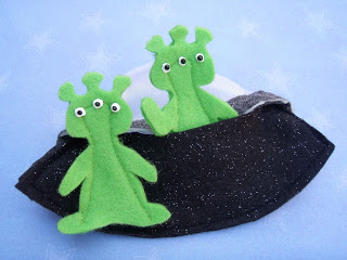 Alien and Spaceship Finger Puppets Play Set by Crack of Dawn Crafts