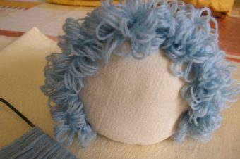 Doll Hair -curly yarn tutorial by Crafty Susie