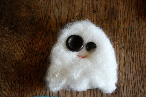 glow in the dark ghost plushie tutorial #freepattern | plushiepatterns.com