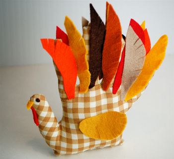 make a plushie turkey using your handprint!