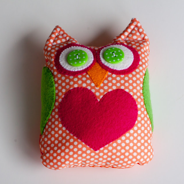 Owl bean bag plushie- great for outdoors, toss games or snuggles #owlplushie #freepattern