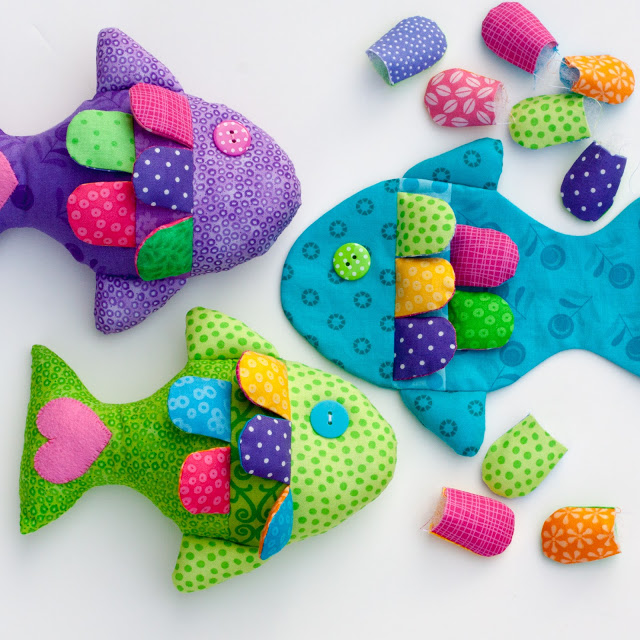 Little fishie free pattern including templates and fins! #fish #stuffedanimal