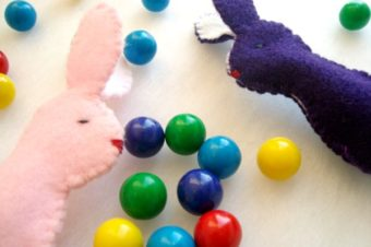 Simple Bunny Finger Puppet -template included