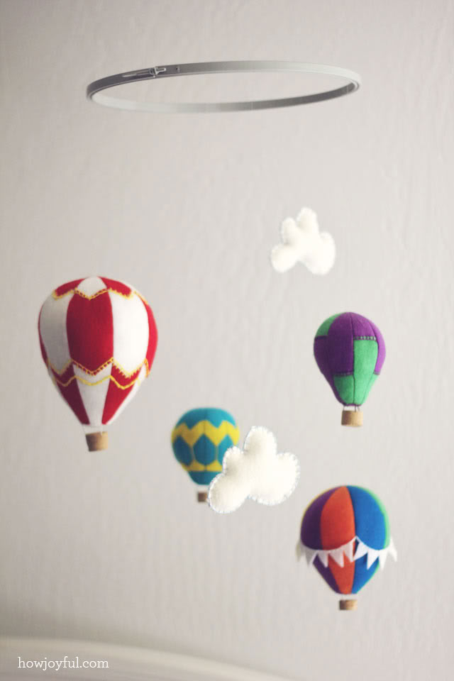 Felt Hot Air Balloon Tutorial #nursery #freepattern #balloon
