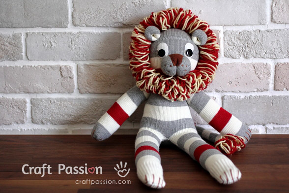 How to sew a sock lion tutorial | #sockdoll #freepattern | Plushie patterns