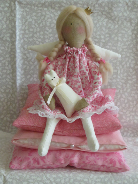 What a sweet princess. She of course has her stack of mattresses and a little sweet friend to keep her company. Explore mohair for her hair or use yarn to keep it simple.