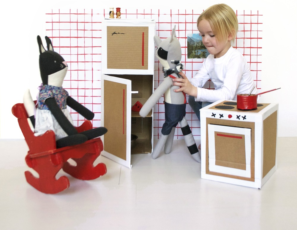 DIY Play Kitchen | Make it using only one big carboard box and some duct tape! Fun and easy to make!