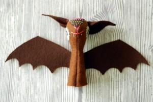 bat-finger-puppet