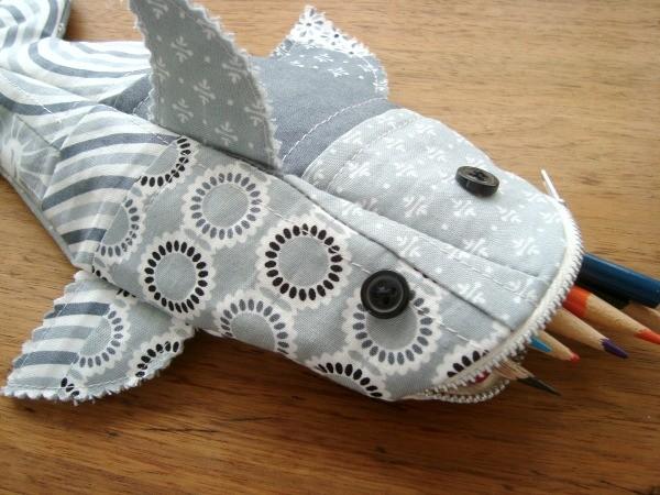 sharkpencilpouch15